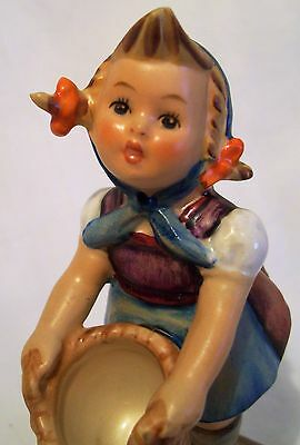 Goebel Hummel Figurine Little Helper Tmk3 Exc Con