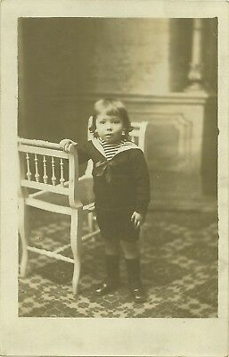 Carte Photo  Petit Garcon Pres D'une Chaise Costume Marin Annee 1920-30