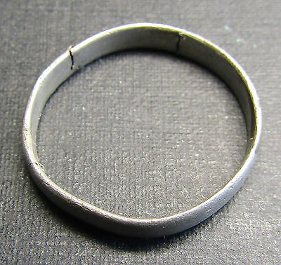 Ancient Viking SILVER Ring (7.9). Cleft x 2.