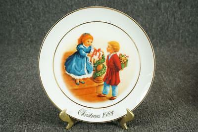 "Avon Christmas Memories Series Porcelain Collector Plate 9.5"" Gold Trim C. 1984"