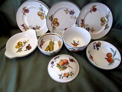 Selection Of Royal Worcester Evesham Vale & Evesham Gold Bowls And Plates Unused