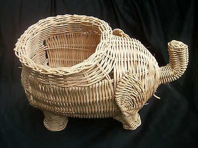 Elephant Wicker Basket 7.5 inch high 11.5 inch long