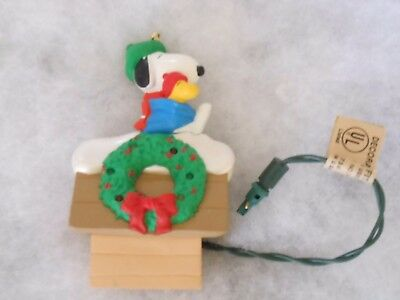 1992 Hallmark Ornament Snoopy Lighted House