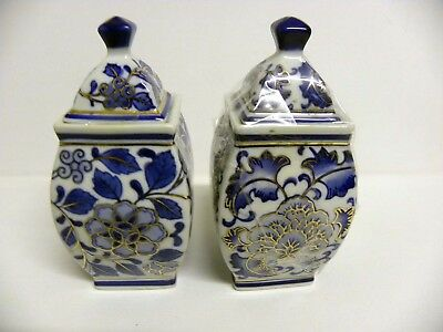 Blue and White ornamental pottery vase's
