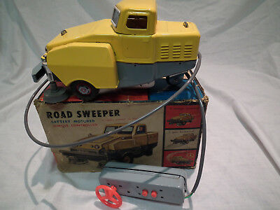 VINTAGE FRANKONIA BATTERY OPERATED ROAD SWEEPER NEAR MINT IN BOX w INSERTS