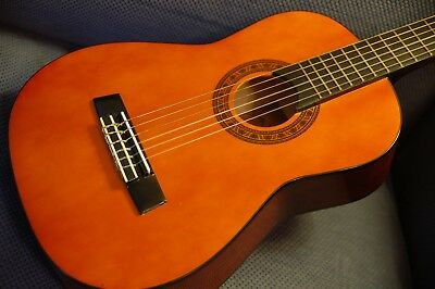 Valencia 1/4 Size Classical Guitar CG160 near mint condition RRP £60