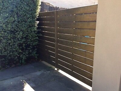 DRIVEWAY GATES - SPOTTED TIMBER PLANKS - DOUBLE CENTRE OPENING 9r