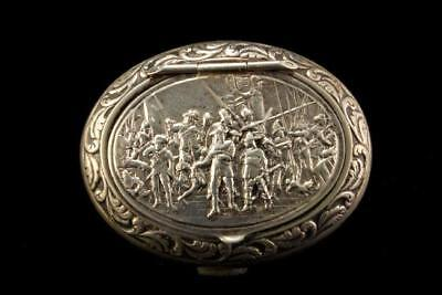 Old Dutch Silver 800 Figural Repousse Historical Soldiers Scene Snuff Box A404
