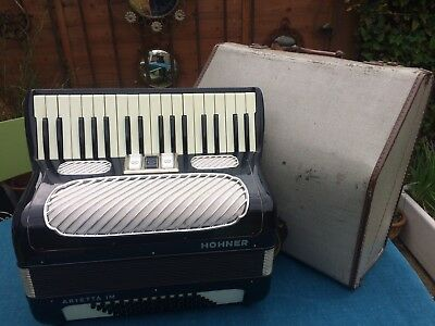 Horner Arietta IM  72  Bass Vintage Accordian With Hard Case