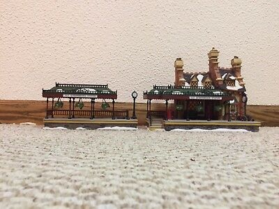"""Dept. 56 """"Old Queensbridge Station"""" from the Dickens Village Series 58443"""