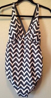 Women's Liz Lange Maternity Swimsuit One Pc size M chevron print Grey White