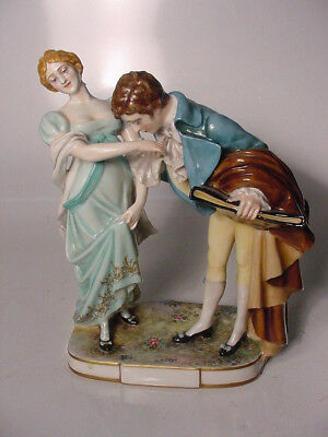 GORGEOUS Porcelain  Capodimonte Figure Figural Courting Couple Group FREE SHIPPI