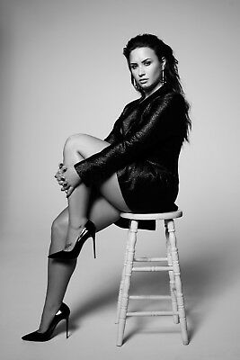 DEMI LOVATO POSTER (DLa) - VARIOUS SIZES - INCLUDES FREE UK P&P