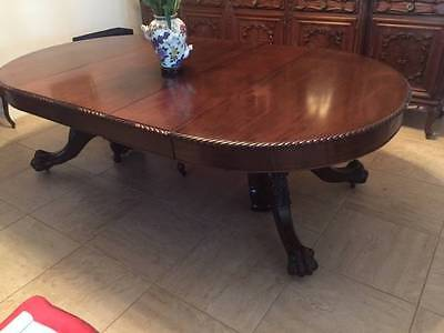 Superb Antique Mahogany American Round Dining  Table with 4 Leafs