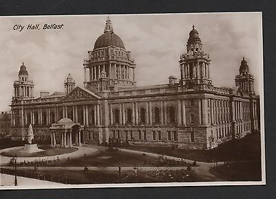 Ireland B/w Postcard Of Belfast City Hall Unused Date Unknown.nice Card