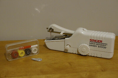 Singer Mini Mender Handy Stitch Sewing Machine - Model: CEZ300KN
