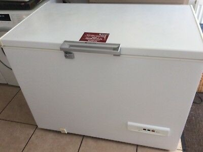 hotpoint chest freezer good condition / suitable for garage