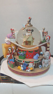 """""""ultra Rare""""  Disney Musical Large Snowglobe / Mickey's Holiday Workshop / New !"""