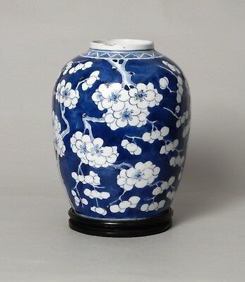 A Fine Quality Antique Chinese Porcelain Vase Prunus Pattern, Early 19Thc.