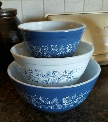 3 Vintage Pyrex Colonial Mist Nesting Bowls Blue and White 401, 402, 403