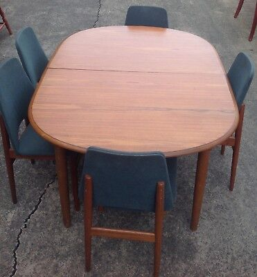 Dining Extension Table & 5 Chairs **free Del Syd Metro**