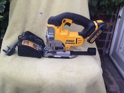 Dewalt 18v xr LI-ION DCS331 jigsaw with charger and battery