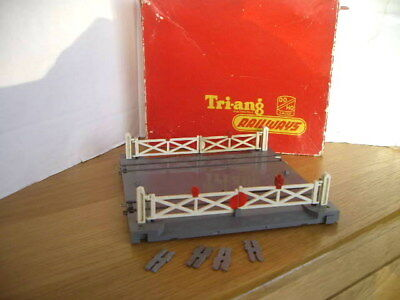 Triang Hornby R170 Electrically Operated Level Crossing Boxed Very Rare Working!