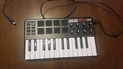 Akai Professional - MPK mini - Compact Keyboard and Pad Controller