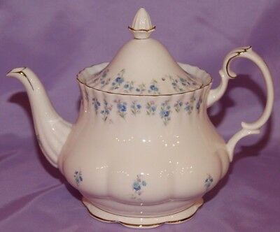 Royal Albert MEMORY LANE Teapot ☆ 6 Cup ☆ Dated 1965 ☆ Mint Condition