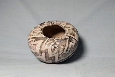 Anasazi / Tularosa black on white seed jar ca 1100 to 1300 ad.
