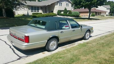 1997 Lincoln Town Car  1997 Lincoln Town Car (Signature Series)