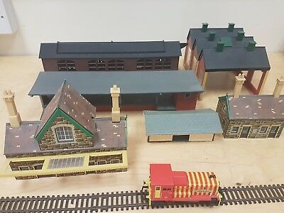 E5 hornby peco shed buildings Lima Models Locomotive Engine Shed plastic x6