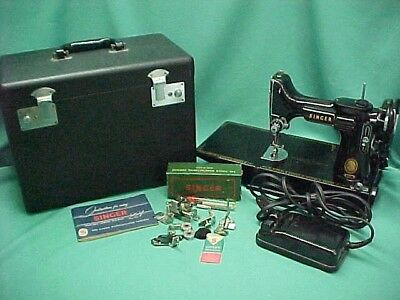 Vintage 1950's Singer Featherweight Quilter Sewing Machine # 221- with Case  +