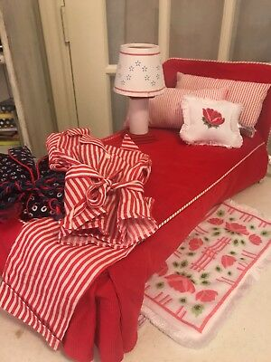 American Girl Doll MOLLY 's Bed With Accessories and pajamas/robe.    Nice!