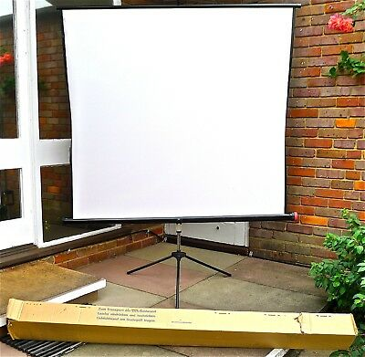 Photographic Projector Screen - Large , Professional.