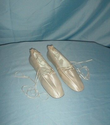 Antique Shoes 1820 Ivory Satin Ankle Ties