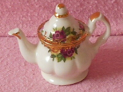 Cardew Tiny Teapot..Royal Albert Teapot.. Unboxed.. Lovely Condition..