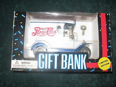 Vtg. Pepsi Piggy Bank Diecast Model Delivery Truck 1993  Limited Edition W/ Key