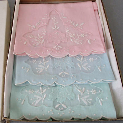 3 Vintage MADEIRA Linen Hand Embroidered Appliqued TOWELS Flowers * Unused w Box