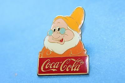 DISNEY COCA COLA 15TH ANNIVERSARY dwaf doc from snow white  LE 1000 PIN BADGE