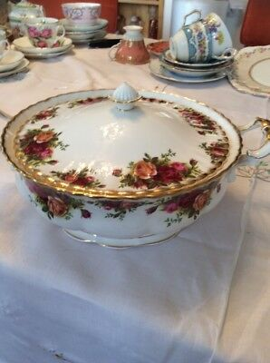 ROYAL ALBERT OLD COUNTRY ROSES.Vegetable serving tureen.with Lid Early Stamp