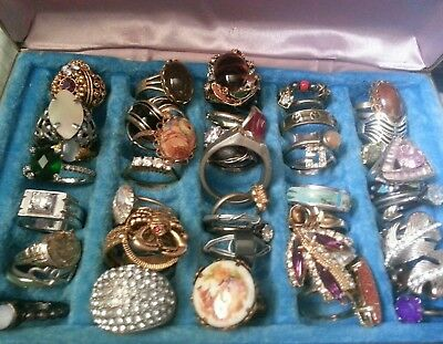 ⭐  LOT OF 45 JUNK DRAWER RINGS VINTAGE~MODERN COSTUME~Pretty RING CASE⭐️