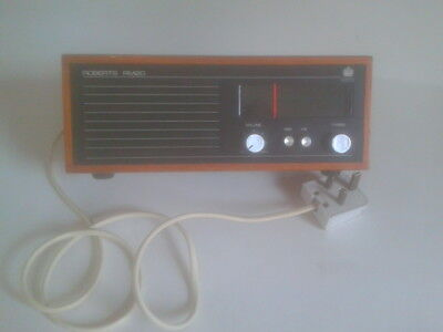 Roberts Radio RM 20 MW,LW Vintage 1970s, Light wood casing. Full working order.