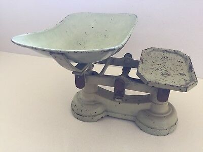 Vintage collectable kitchen scales with complete set of weights