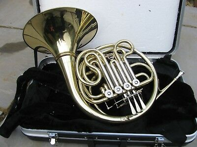 french horn in case by gear4music