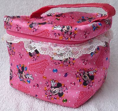Tokyo Disney Resort Minnie Mouse Pink Satin Make-up Pouch/Toiletry Bag Japan