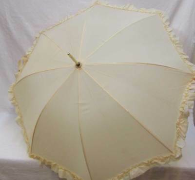 Vintage Umbrella Merle Norman Parasol Ivory Ruffled Edge Plastic Handle 8 Panels
