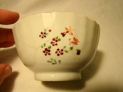 Chinese Export Porcelain Fluted & Scalloped Floral Tea Bowl 19th c