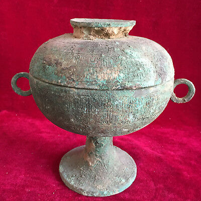 antique     Chinese ancient bronze engraving of the top tripod.