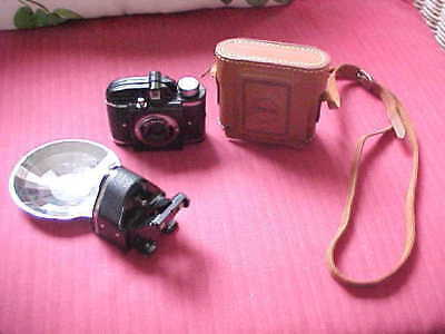 BEACON ~ VINTAGE 1940s BEACON II CAMERA WITH FLASH AND CARRY CASE ACCESSORIES
